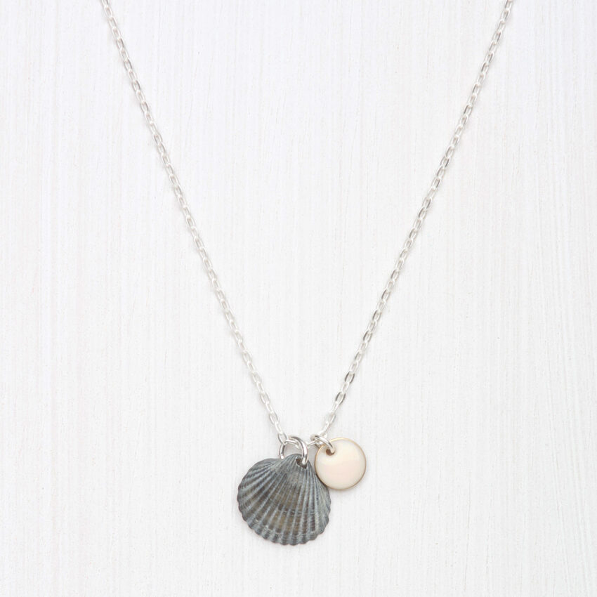 collier avec coquille